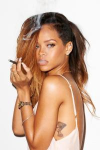 Rihanna-smoking