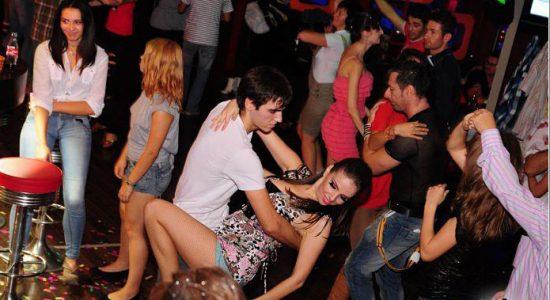 petrecere-1387732710