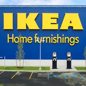 Bişniţari din toate mall-urile, uniţi-vă! Ikea vine la Iaşi!