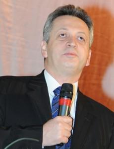 De ce nu mai creşte nasul ministrul Fenechiu?