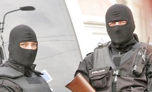 Poliţiştii ieşeni au pus-o de un Counter Strike real într-un punct termic dezafectat!