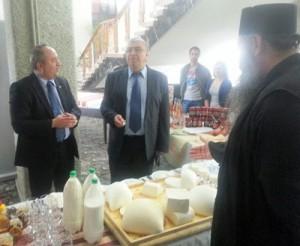 Politicienii n-au făcut mare brânză, dar subprefectul – da!