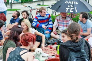 """Jurnal de front. Protest """"teist"""", cu hipsteri, ceiuț și Turtă... dulce"""