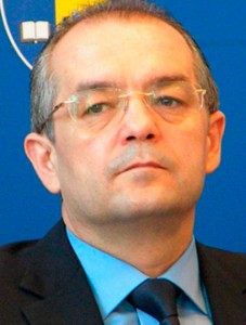 Provocarea lui Boc pentru Guvernul Ponta-Fenechiu: la trântă să ne luăm, ori în lasere să ne bătem?