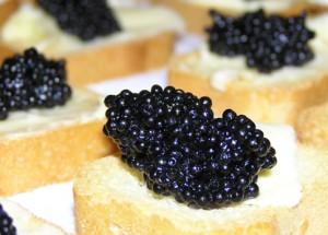 Caviar cu mămăligă rece
