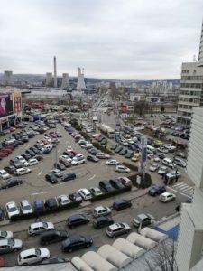 Așa arată parcarea de la Iulius Mall și traficul de pe bulevardul Tudor Vladimirescu, fotografia fiind realizată din T 17. Sursa foto: pagina de Facebook Radar Iași